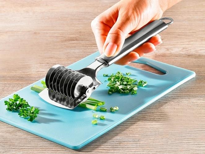 kuchyne,krajec,bylinky