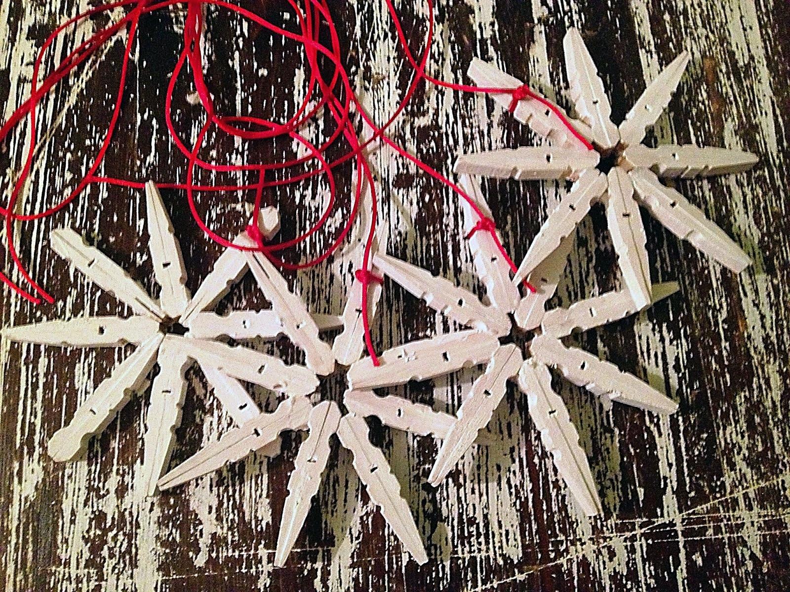 vánoční hvězdy z prádelních kolíčků